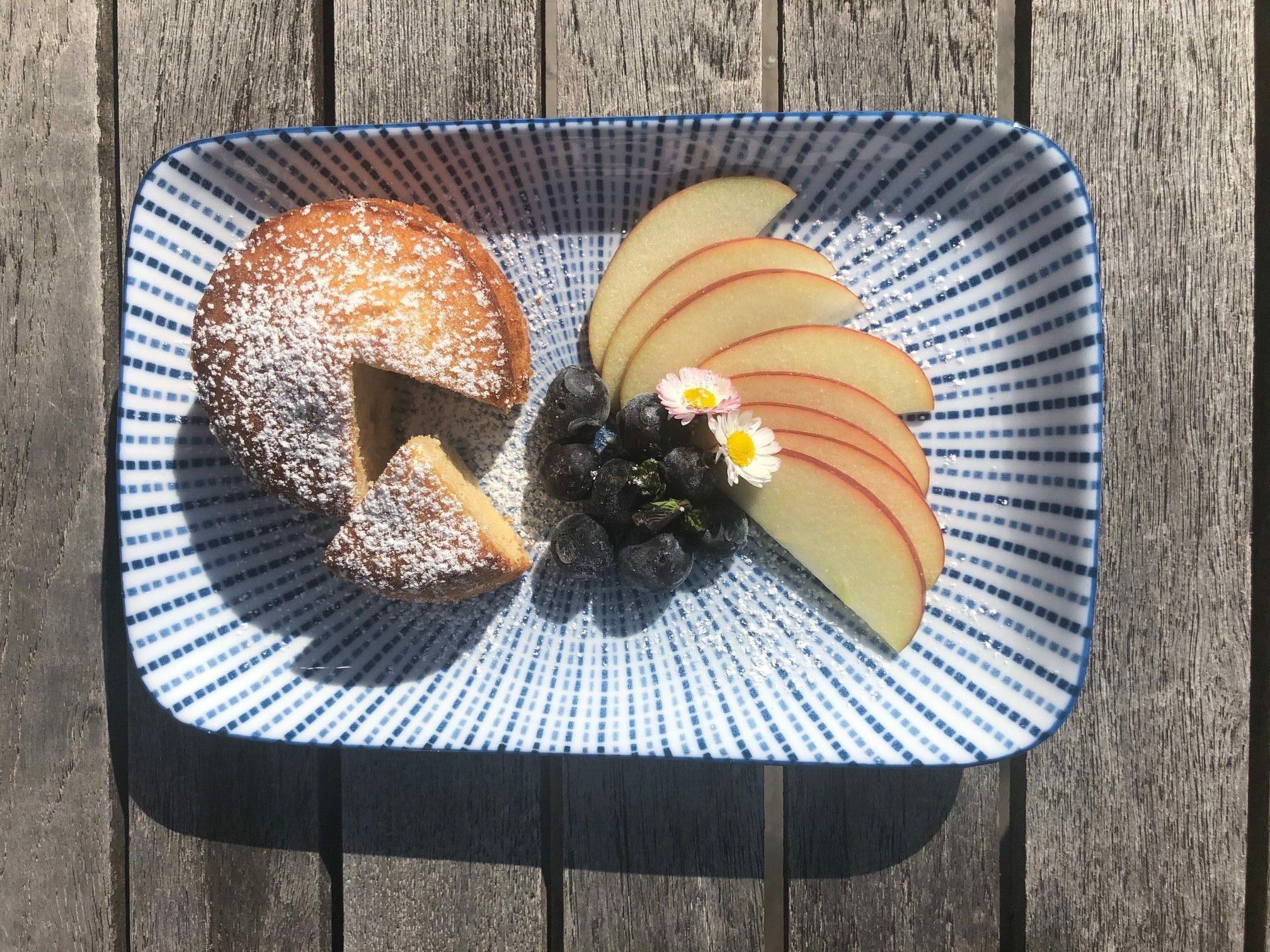 Pfundskuchen mit karamellisierten Äpfeln